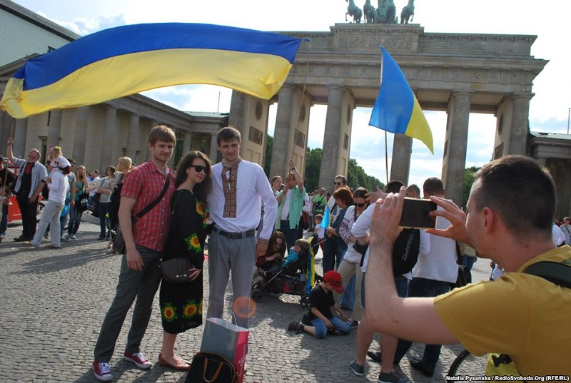parad vyshivanok v Berline