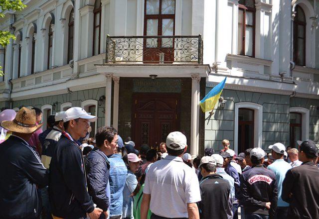 V Odesse v'etnamcy prosili pomoshhi u Poroshenko i prokuratury (2)