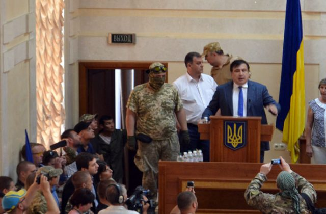 V Odesse bojcy dbrobatov vorvalis' na sessiju oblsoveta (4)