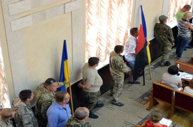 V Odesse bojcy dbrobatov vorvalis' na sessiju oblsoveta (5)