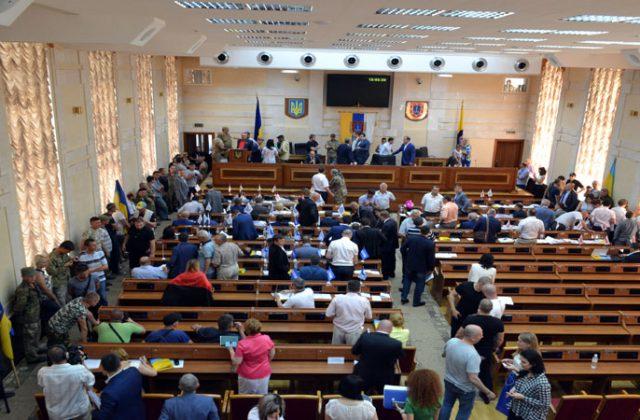 V Odesse bojcy dbrobatov vorvalis' na sessiju oblsoveta (6)