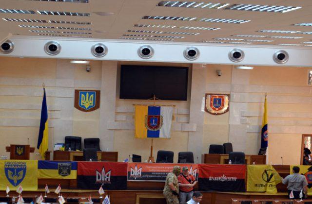 V Odesse bojcy dbrobatov vorvalis' na sessiju oblsoveta (7)