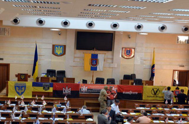 V Odesse bojcy dbrobatov vorvalis' na sessiju oblsoveta (8)