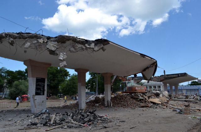 V Odesse snesli samuju bol'shuju v gorode sovetskuju tramvajnuju ostanovku (2)