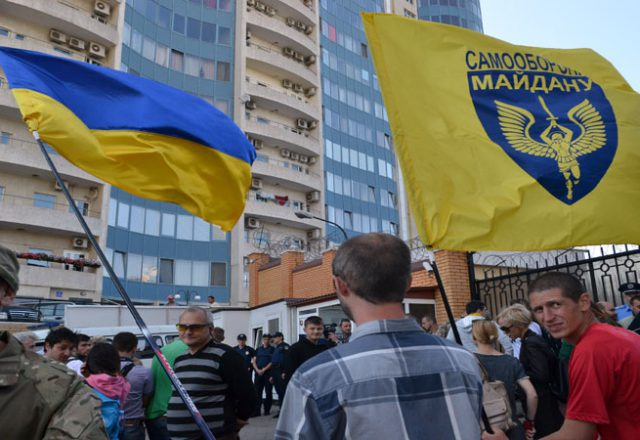 V Odesse zablokirovali Genkonsul'stvo Rossii i privezli taz navoza (1)
