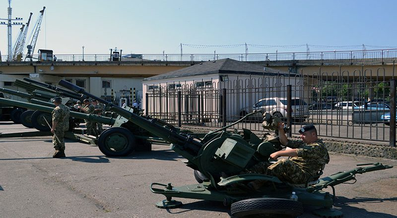 Boevaja tehnika na prazdnovanii Dnja VMSU v Odesse (2)