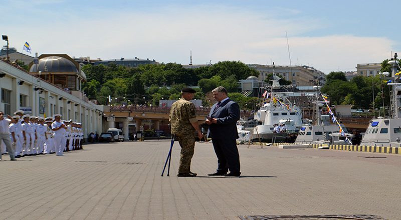Prezident Ukrainy Petr Poroshenko nagrazhdaet v Odesse bojcov VMSU (2)