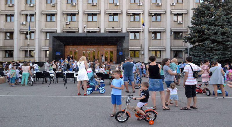 Saakashvili razdal sto ne konfiskovannyh velosipedov–vsem ne hvatilo (1)