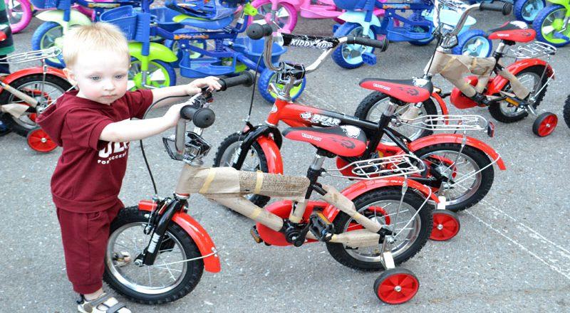 Saakashvili razdal sto ne konfiskovannyh velosipedov–vsem ne hvatilo (2)