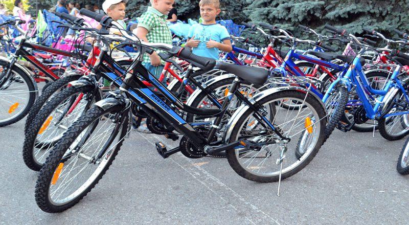 Saakashvili razdal sto ne konfiskovannyh velosipedov–vsem ne hvatilo (3)