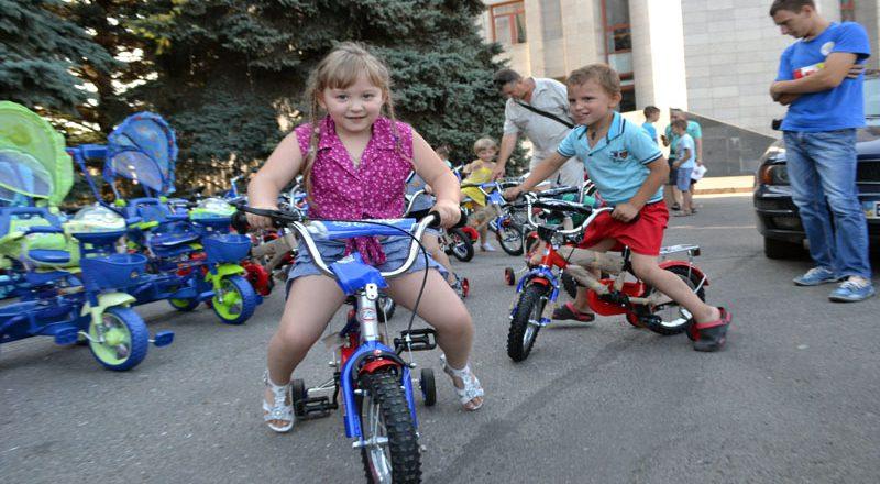 Saakashvili razdal sto ne konfiskovannyh velosipedov–vsem ne hvatilo (4)
