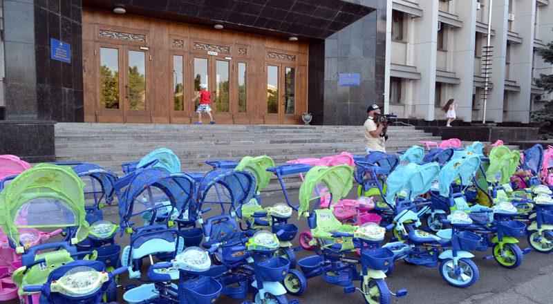 Saakashvili razdal sto ne konfiskovannyh velosipedov–vsem ne hvatilo (5)