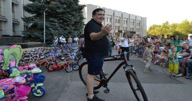 Saakashvili razdal sto ne konfiskovannyh velosipedov–vsem ne hvatilo (6)