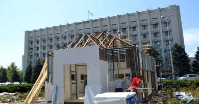 Saakashvili stroit v Odesse kartonnyj kruglosutochnyj ZAGS