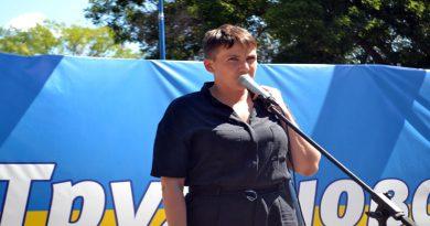 V Odesse Savchenko zakidali jajcami i trebovali izvinenij (1)