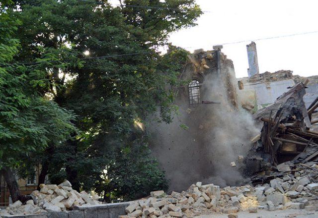 V centre Odessy obrushilsja znamenityj Masonskij dom (4)