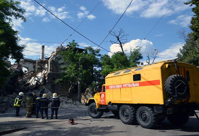 V centre Odessy obrushilsja znamenityj Masonskij dom (6)