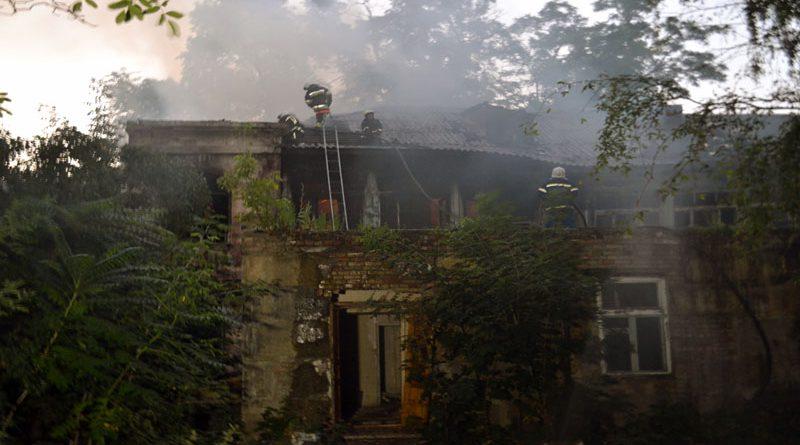 V  istoricheskom centre Odessy gorit dom – podozrevaemyj v podzhoge zaderzhan