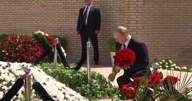 Putin na mogile Karimova