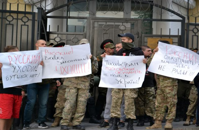 В Одессе  под Генконсульством РФ продолжаются столкновения с полицией