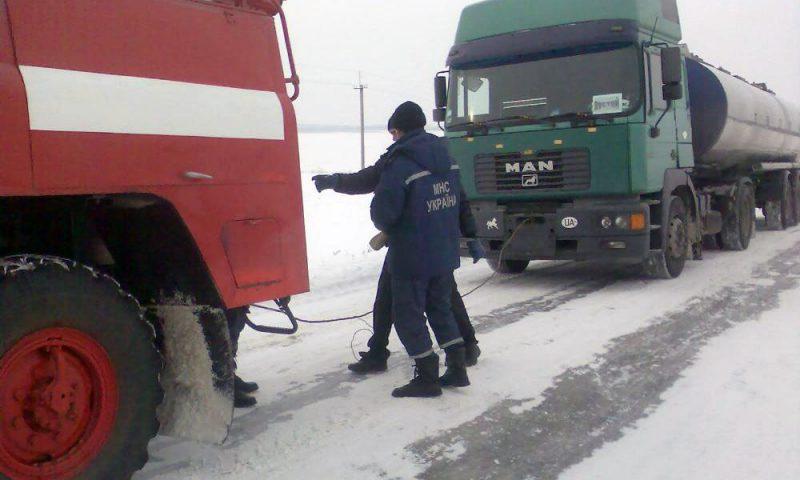 Украину замело снегом