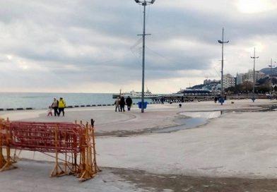 Разруха на набережной Ялты (ФОТО)