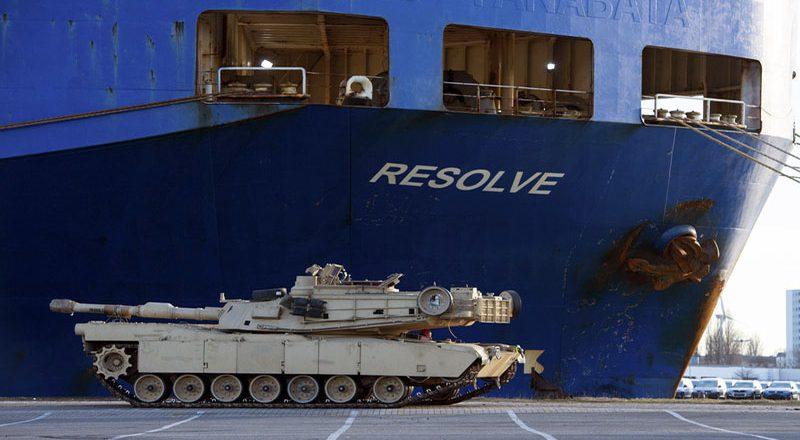 SShA-perebrasyvajut-tanki-v-Evropu-1