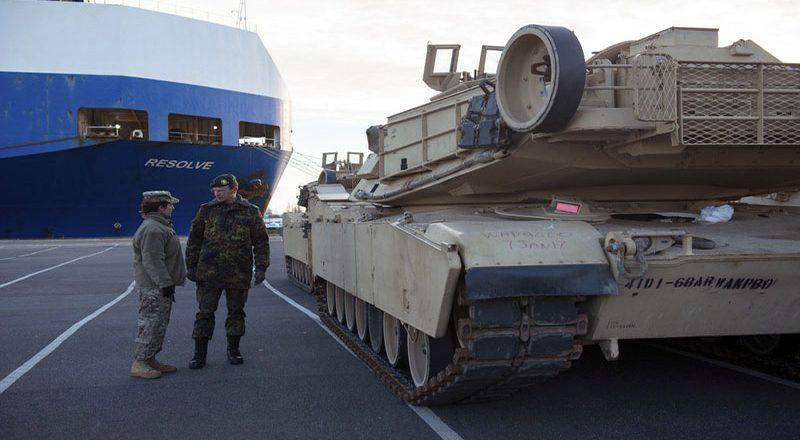 SShA-perebrasyvajut-tanki-v-Evropu-2