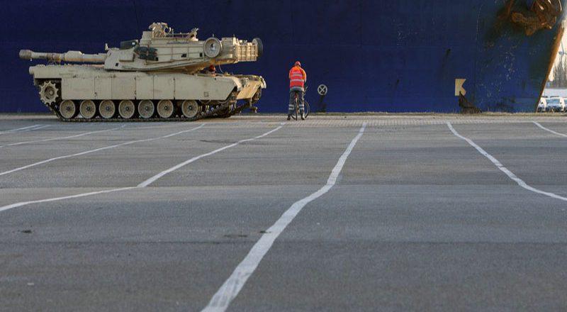 SShA-perebrasyvajut-tanki-v-Evropu-3