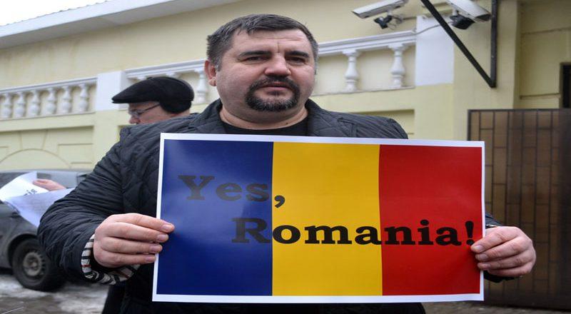 Odessity pod Genkonsul'stvom Rumynii podderzhali rumynskij majdan (1)