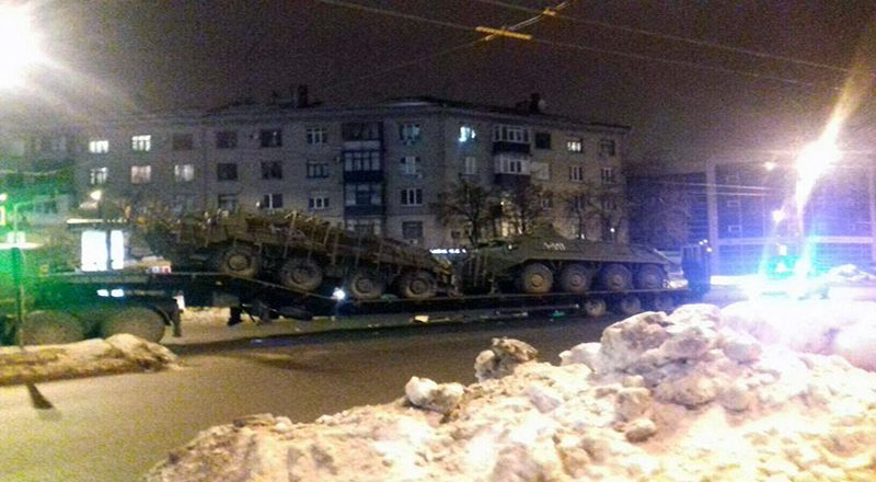 V Har'kove marshrutka vrezalas' v tjagach s BTRami (3)