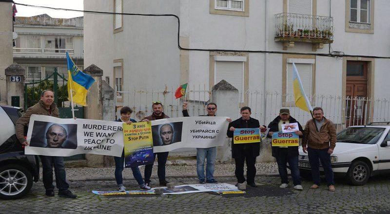 V Portugalii ukraincy sorvali vystuplenie posla Rossii (1)