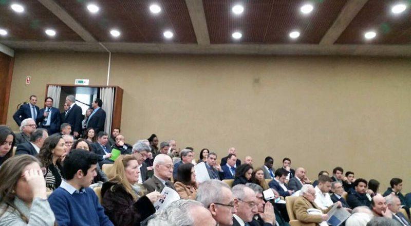 V Portugalii ukraincy sorvali vystuplenie posla Rossii (6)