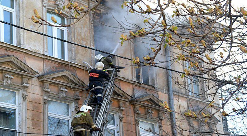 V centre Odessy masshtabnyj pozhar v zhilom dome (2)