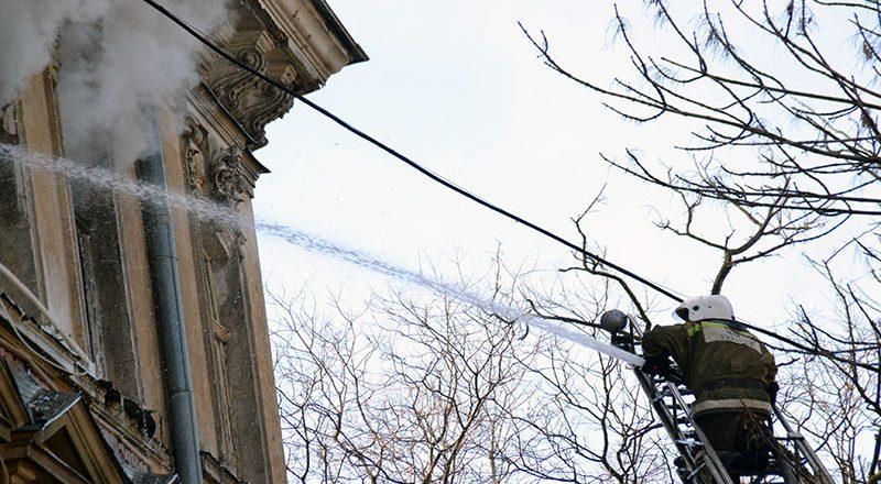 V centre Odessy masshtabnyj pozhar v zhilom dome (3)