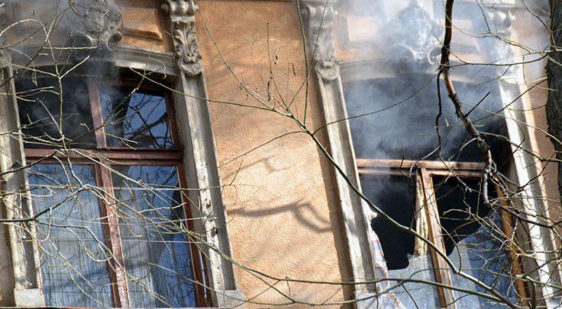 V centre Odessy masshtabnyj pozhar v zhilom dome (4)