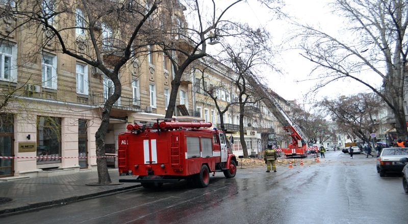 V centre Odessy obrushilsja fasad zhilogo doma (1)
