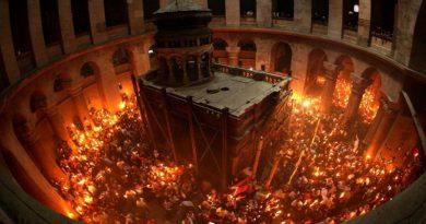 В Иерусалиме на землю сошел Благодатный огонь