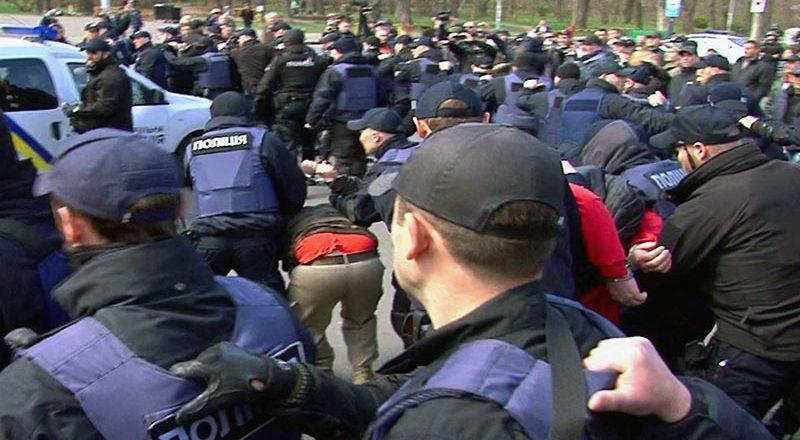 V Odesse policija zaderzhala bolee 20 patriotov (2)