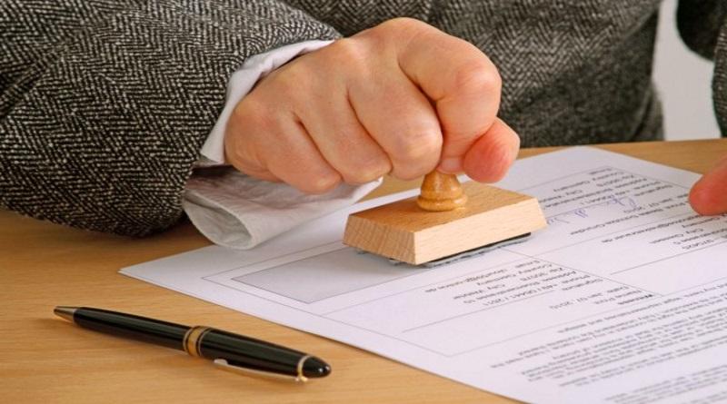 Порошенко подписал закон об отмене печатей для бизнеса