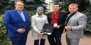 Avakov za podstrelennogo rossijskogo killera nagradil Aminu Okuevu pistoletom (2)