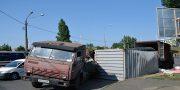V Odesse vozle avtovokzala perevernulas' fura (2)