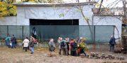 Odessity massovo vyshli na uborku Letnego teatra v Gorsadu (4)