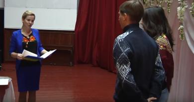 В Геническе «Брак за сутки» зарегистрировали 2 пары из Крыма (ВИДЕО)