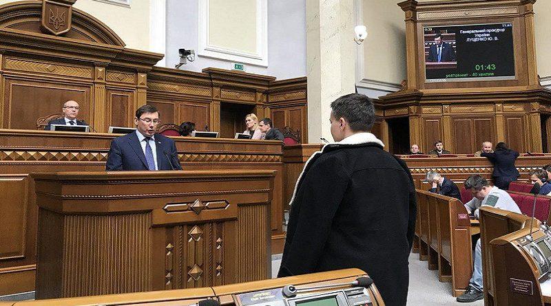В сети показали, как Савченко гипнотизировала Луценко (ФОТО)