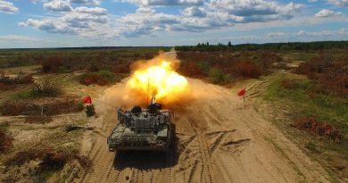 Порошенко показал новый танк в действии (ВИДЕО)
