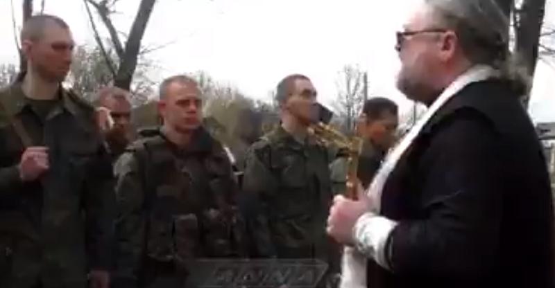 В сети обнародовали видео, как священник РПЦ «промывает мозги» террористам  (ВИДЕО)