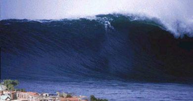 В сети появилось видео, как гигантская волна накрывает отель (ВИДЕО)